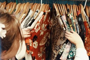 Une boutique de robes vintage