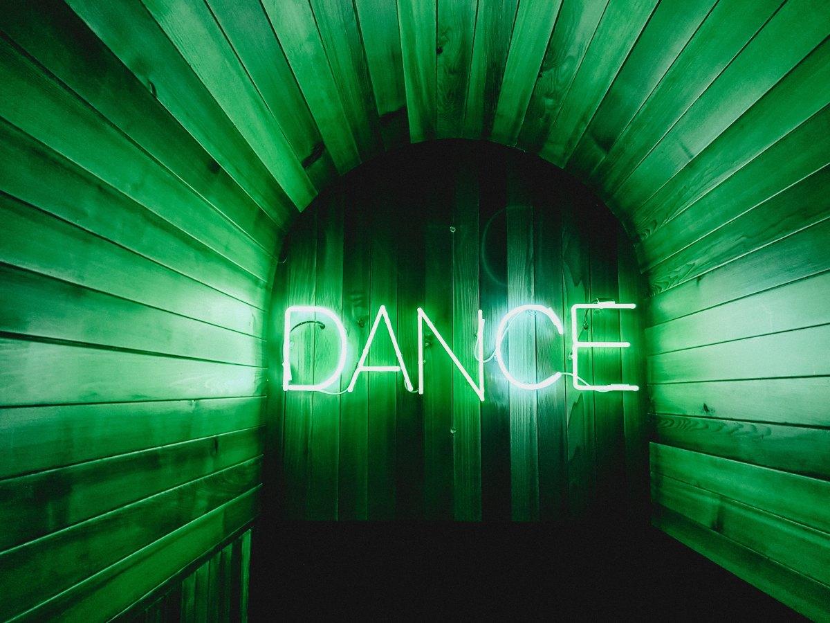 Joan Baez refusée à l'entrée d'une discothèque!