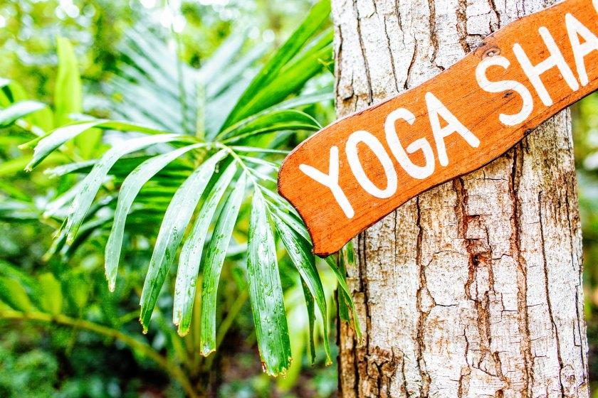 Un centre de yoga : panneau d'entrée