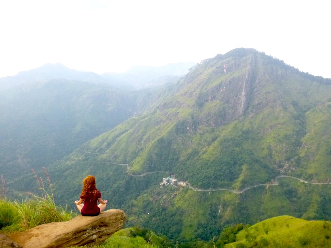 Yoga et méditation devant la montagne