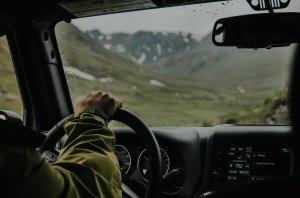 RPoste de radio dans une voiture rétro