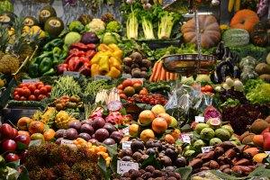 Étalage de fruits et légumes