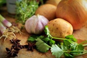 Herbes, ail et oignons