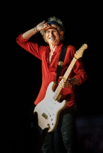 Keith Richards souriant sur scène